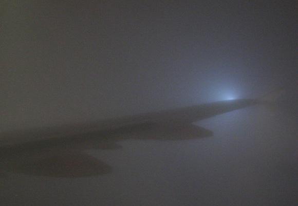 Fuego de San Telmo en el ala de un avión