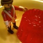 Gumersindo junto a una gelatina de fresa